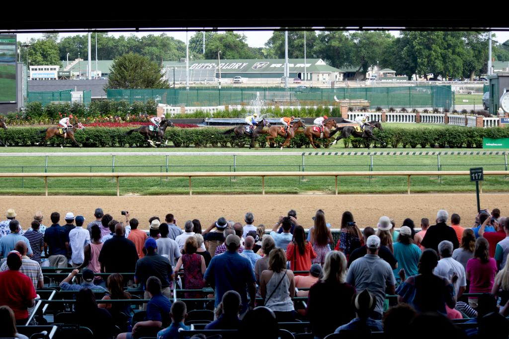 "When Churchill Downs holds a ""Downs After Dark"" race night, you know there's going to be a big crowd and Saturday night was no different. The apron was already decently full for the first race and there were still a few hours to go until the stakes. (Melissa Bauer-Herzog/America's Best Racing)"