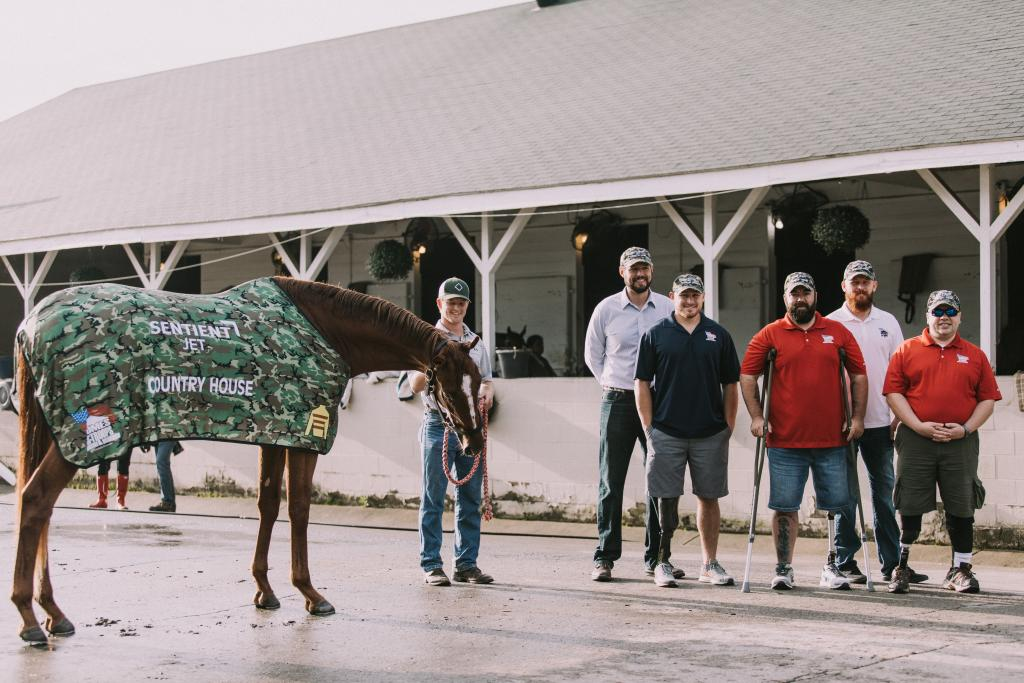Veterans get a photo with Country House during kentucky Derby week. (Photo courtesy of Sentient Jet)
