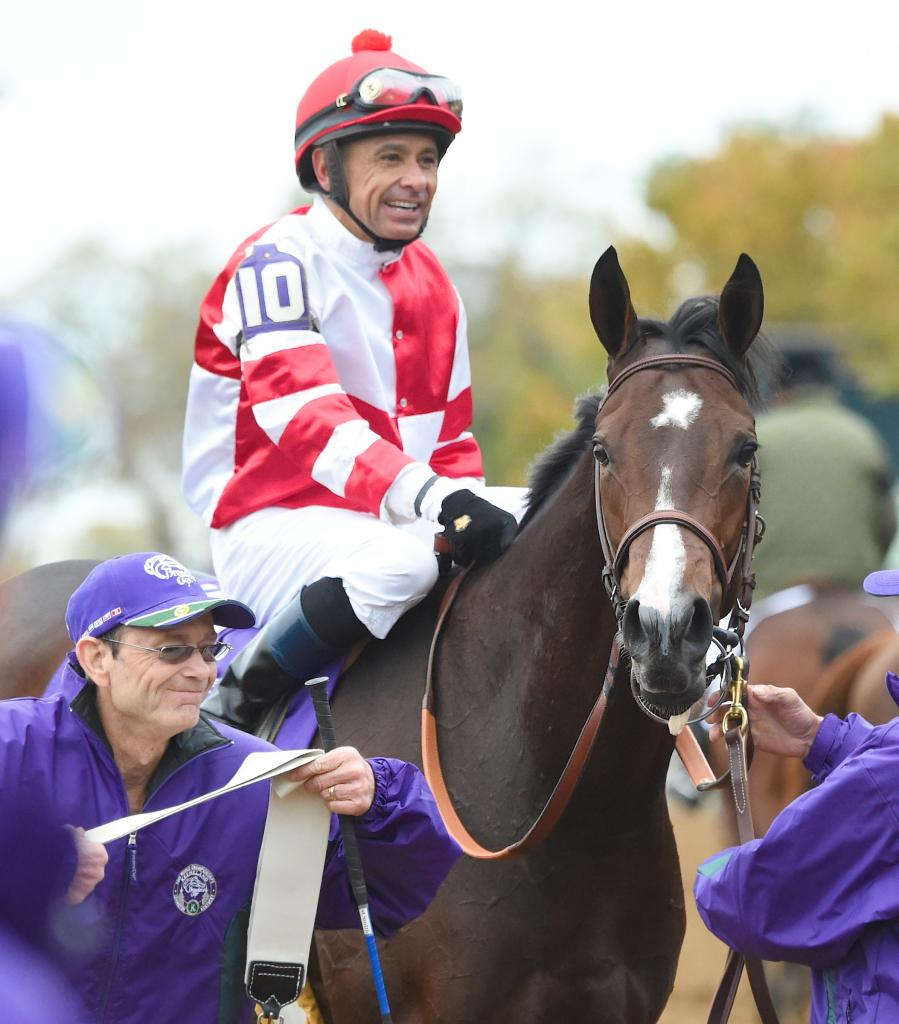 Songbird led from start to finish under Mike Smith in a 5 3/4-length runaway victory in the 14 Hands Winery Breeders' Cup Juvenile Fillies.