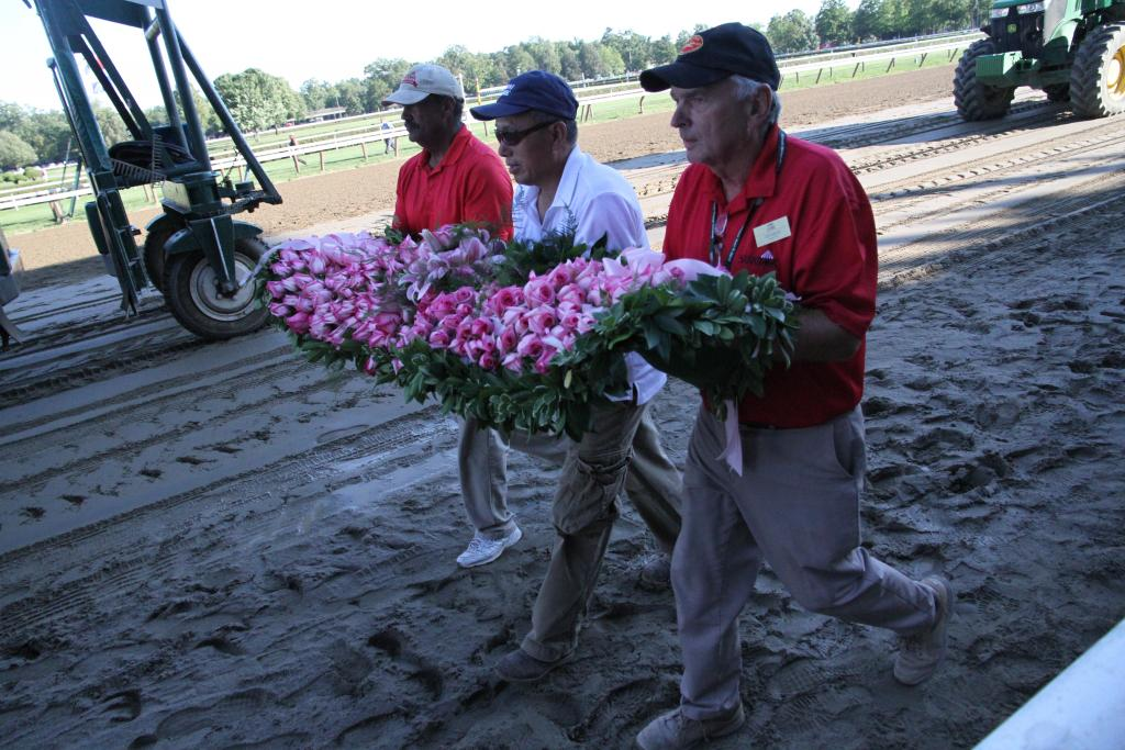 As the horses warmed up on the track before the race, the Whitney blanket of flowers came out. It's made of Marylou Whitney roses, the buds named for the aforementioned birthday girl. (Penelope P. Miller/America's Best Racing)