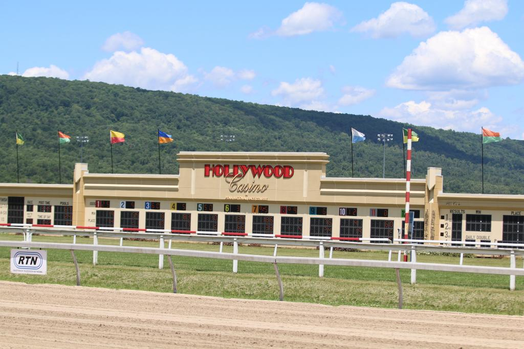 I arrived a few hours before the Penn Mile day races began, which afforded me a little time to take in the beauty of Penn National. Between the mountains, the red barns, and the pristine turf course, I was blown away by the track's beauty. (Penelope P. Miller/America's Best Racing)