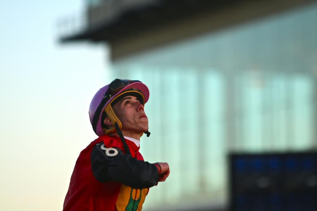 Ortiz was clearly delighted by the win, and lifted his face to the heavens to give thanks for a safe and successful trip under the golden setting sun of the Pennsylvania evening. (Penelope P. Miller/America's Best Racing)