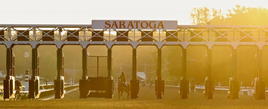 The sunrise diffuses through morning mist over the Saratoga main track. (Penelope P. Miller/America's Best Racing)