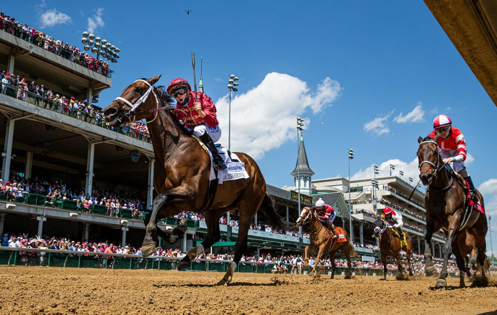 Shedaresthedevil prevailing in the La Troienne Stakes presented by Twinspires.com.