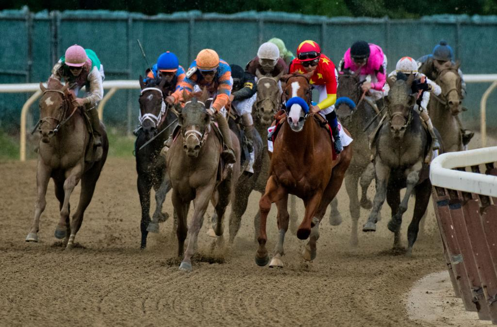 Justify leads leaving the final turn. (Eclipse Sportswire)