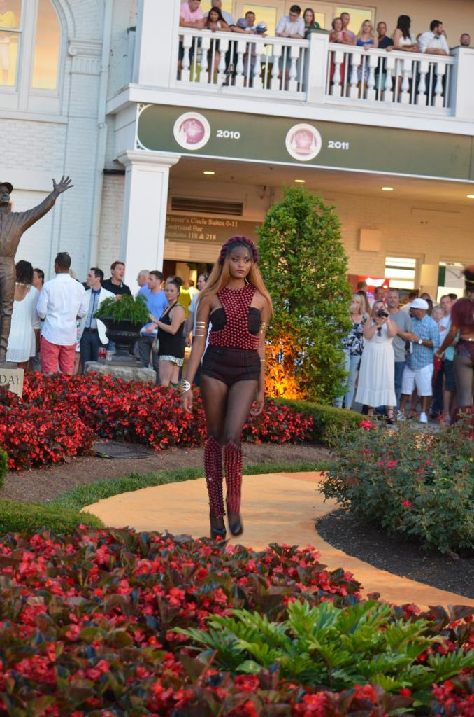 As the Stephen Foster field prepared for the race, the Kentucky Museum of Art and Craft held a fashion show right outside the paddock. (Melissa Bauer-Herzog/America's Best Racing)