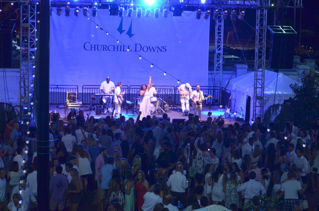 To end the night, Churchill Downs hosted a concert that had a jam-packed crowd in front of the stage. (Melissa Bauer-Herzog/America's Best Racing)