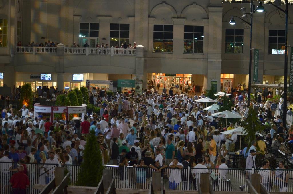The party continued until nearly midnight with everyone looking like they'd stay all night if the track let them. (Melissa Bauer-Herzog/America's Best Racing)