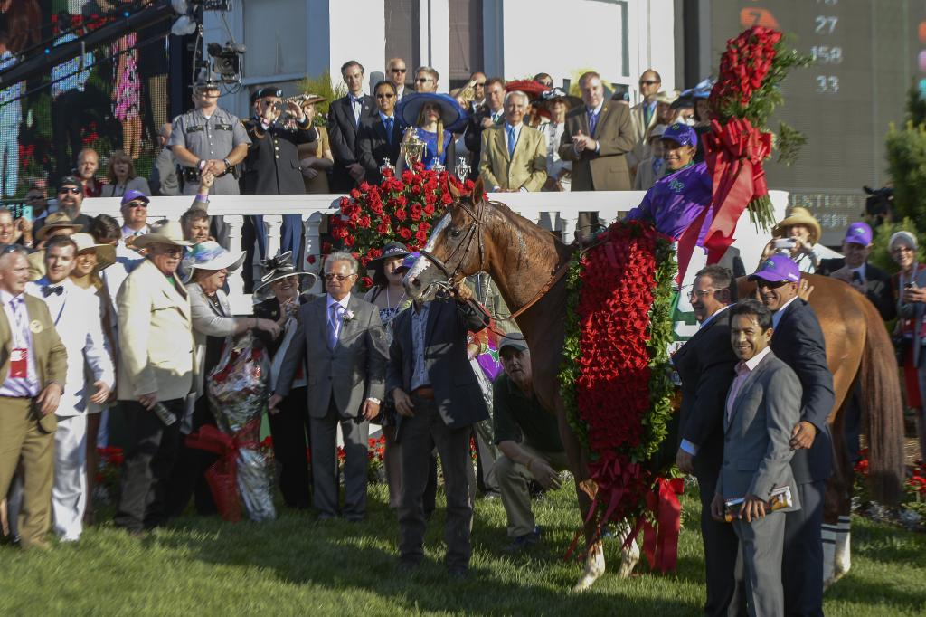 California Chrome wears the Derby roses. (Eclipse Sportswire)