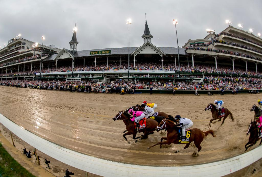 The field passes the twin spires for the first time. (Eclipse Sportswire)