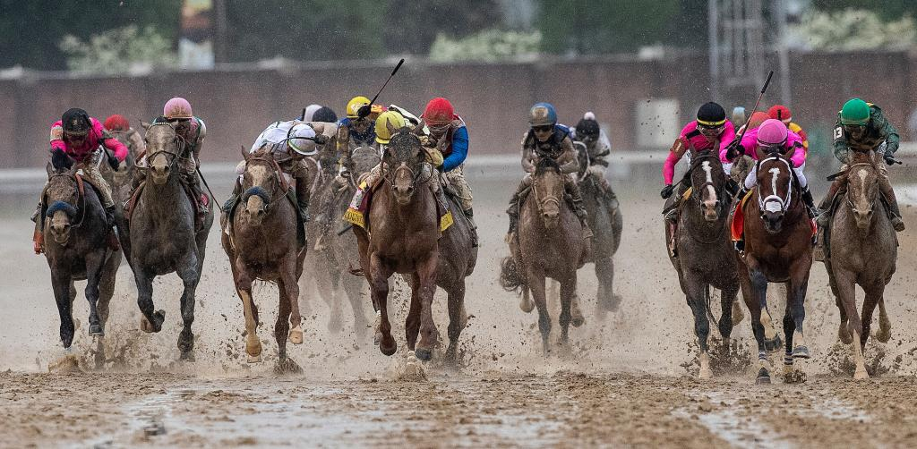 The field races toward the finish line with Country House (yellow cap) front and center (Eclipse Sportswire)