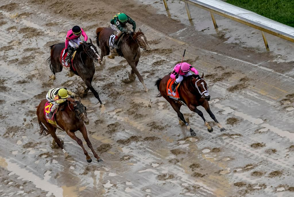Country House and Maximum Security near the finish line. (Eclipse Sportswire)