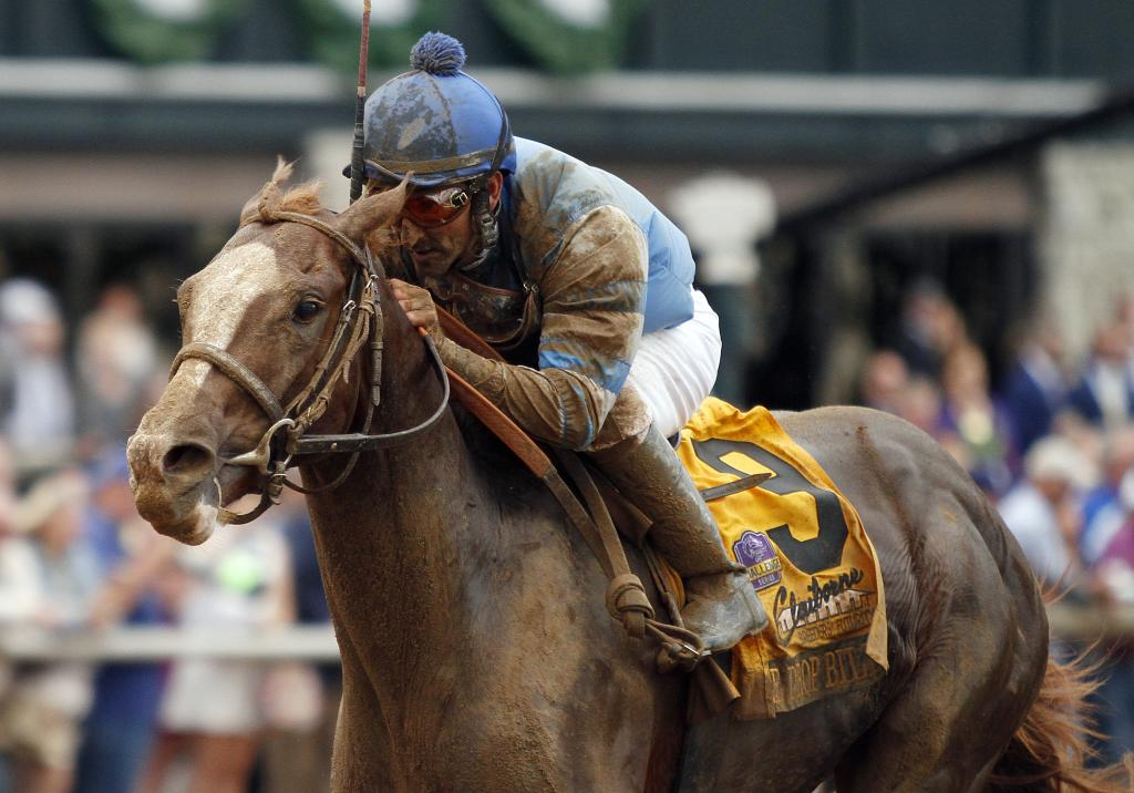 Free Drop Billy winning the Claiborne Breeders' Futurity as a 2-year-old. (Eclipse Sportswire)