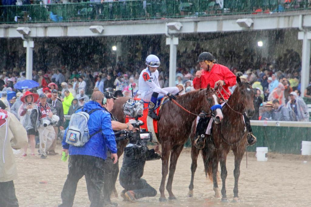 Justify heading to the winner's circle. (Julie June Stewart photo)