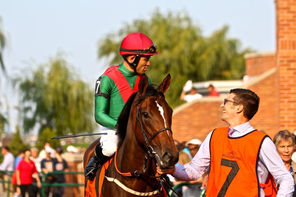 Joel Rosario and Capla Temptress prepare. (Penelope P. Miller/America's Best Racing)