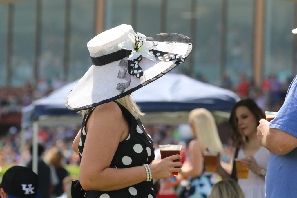Slideshow Sun And Style In Hot Springs For Arkansas Derby