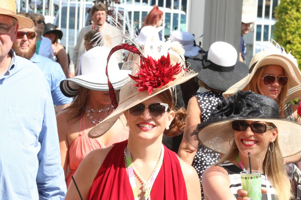 Kentucky Derby Fashion Stylish Start To Run For The Roses
