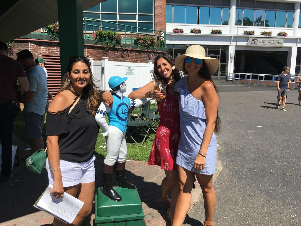Jersey girls Nisha, Jennie and Cami found a cool spot to share a beer with a jockey. Great hat! (Pia Catton photo)