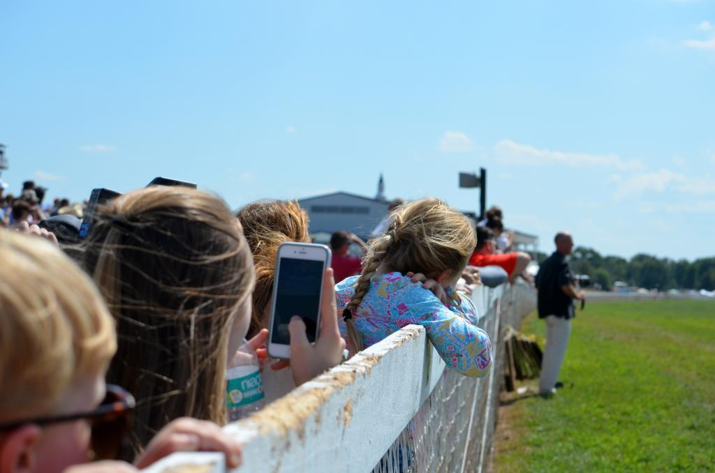 With kind of a county fair atmosphere of racing, a lot of families came out to watch the racing, so plenty of kids watched from the rail. (Melissa Bauer-Herzog/America's Best Racing)