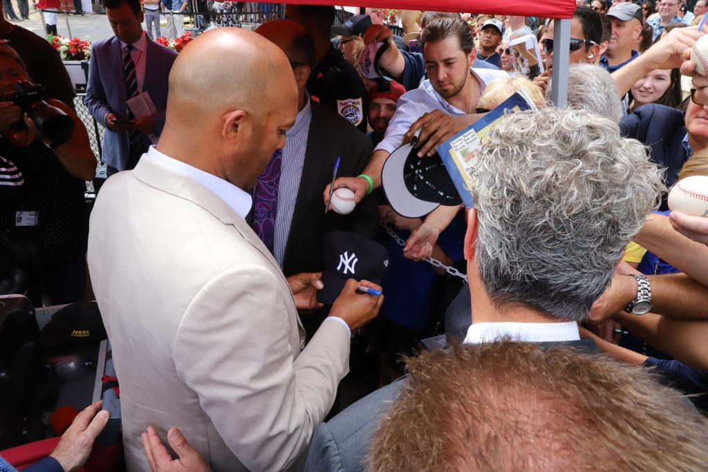 New York Yankees Hall of Fame closer Mariano Rivera signs autographs at Saratoga. (Penelope P. Miller/America's Best Racing)