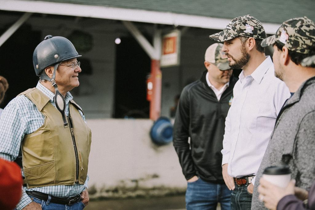 Hall of Fame trainer Bill Mott chats with former NFL star Jacob Tamme and veterans. (Photo courtesy of Sentient Jet)