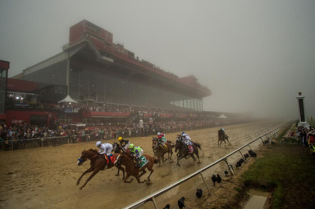 The field passes the finish line for the first time, Justify on the lead. (Eclipse Sportswire)