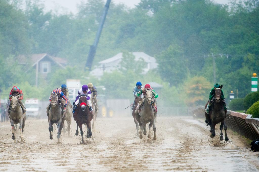 Exaggerator leads the field down the stretch. (Eclipse Sportswire)