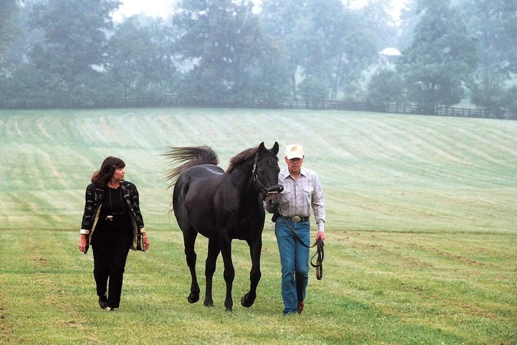 Karen and Mickey Taylor with Seattle Slew at Three Chimneys Farm in 2000. (Anne M. Eberhardt/Blood-Horse)