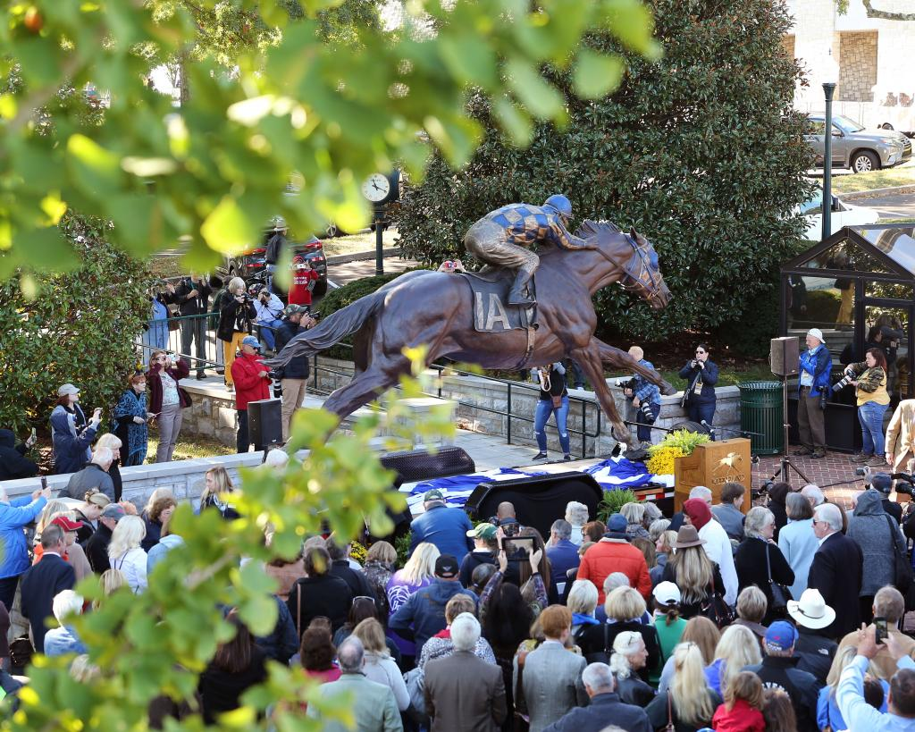 Unveiling ceremony for the Secretariat statue. (Coady Photography)