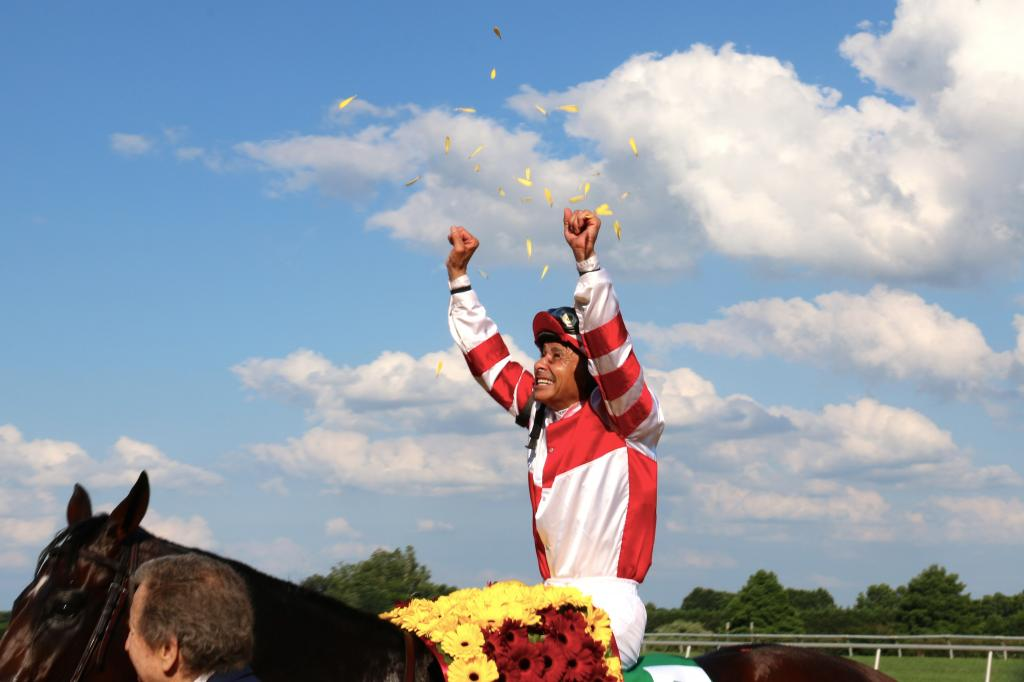 A triumphant Mike Smith after the race. (Penelope P. Miller/America's Best Racing)