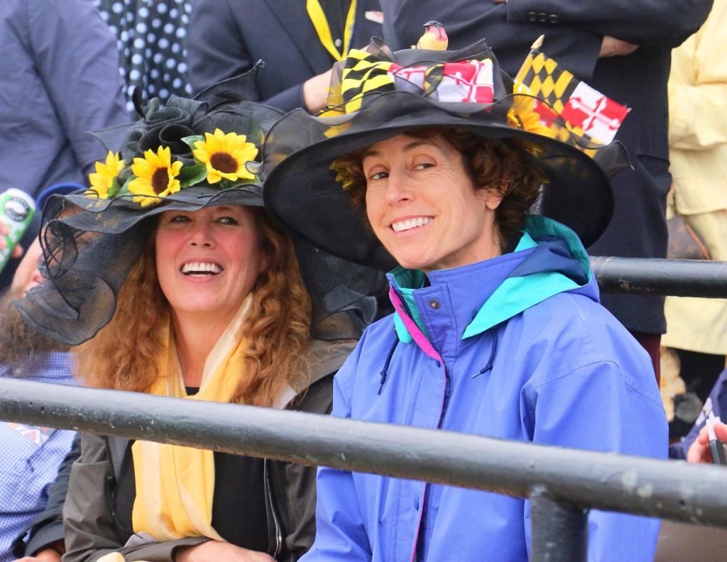 Well-prepared and perfectly dressed Preakness fans. (Julie June Stewart photo)