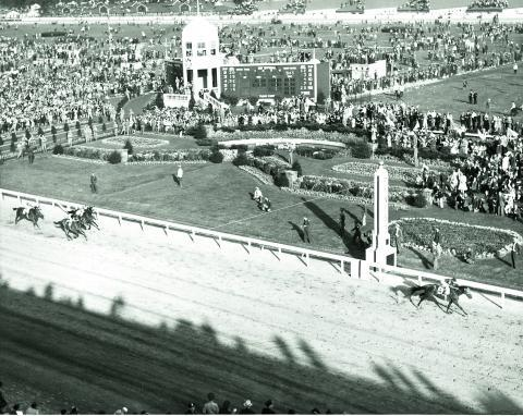 Whirlaway wins the 1941 Kentucky Derby. (BloodHorse Library)