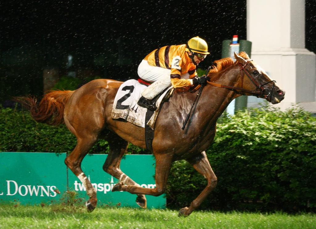 Wise Dan wins a damp running of the Firecracker in 2013. (Eclipse Sportswire)