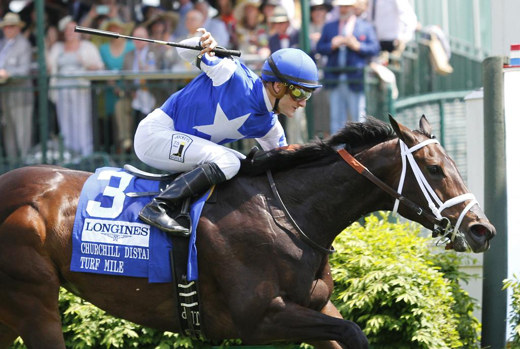 Tepin winning the 2015 Churchill Distaff Turf Mile Stakes, which was her first stakes victory on turf. (Eclipse Sportswire)