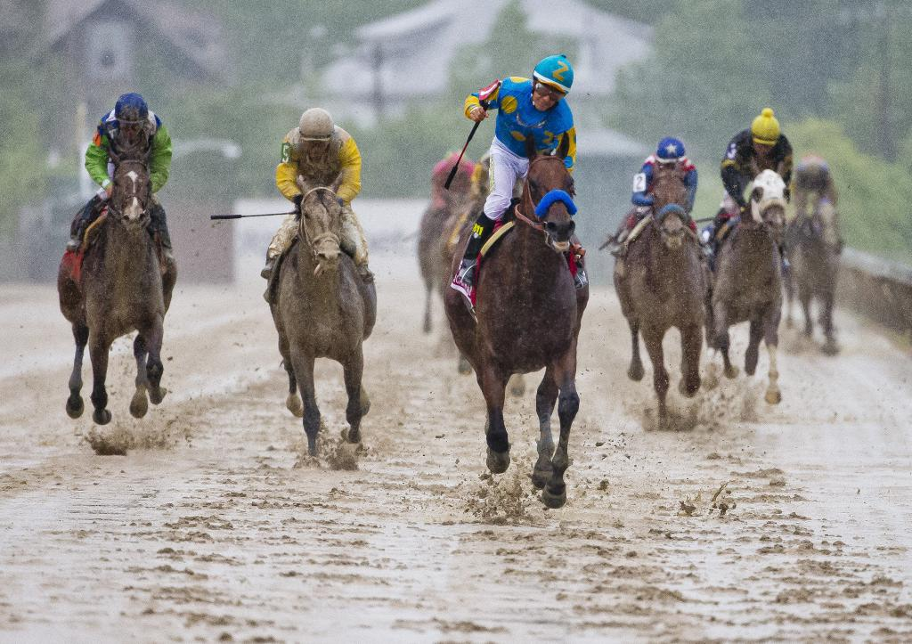 American Pharoah winning the 2015 Preakness Stakes. (Eclipse Sportswire)