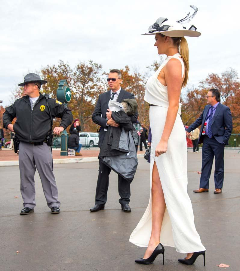 Slideshow Supermodel Kate Upton Enjoys Breeders Cup