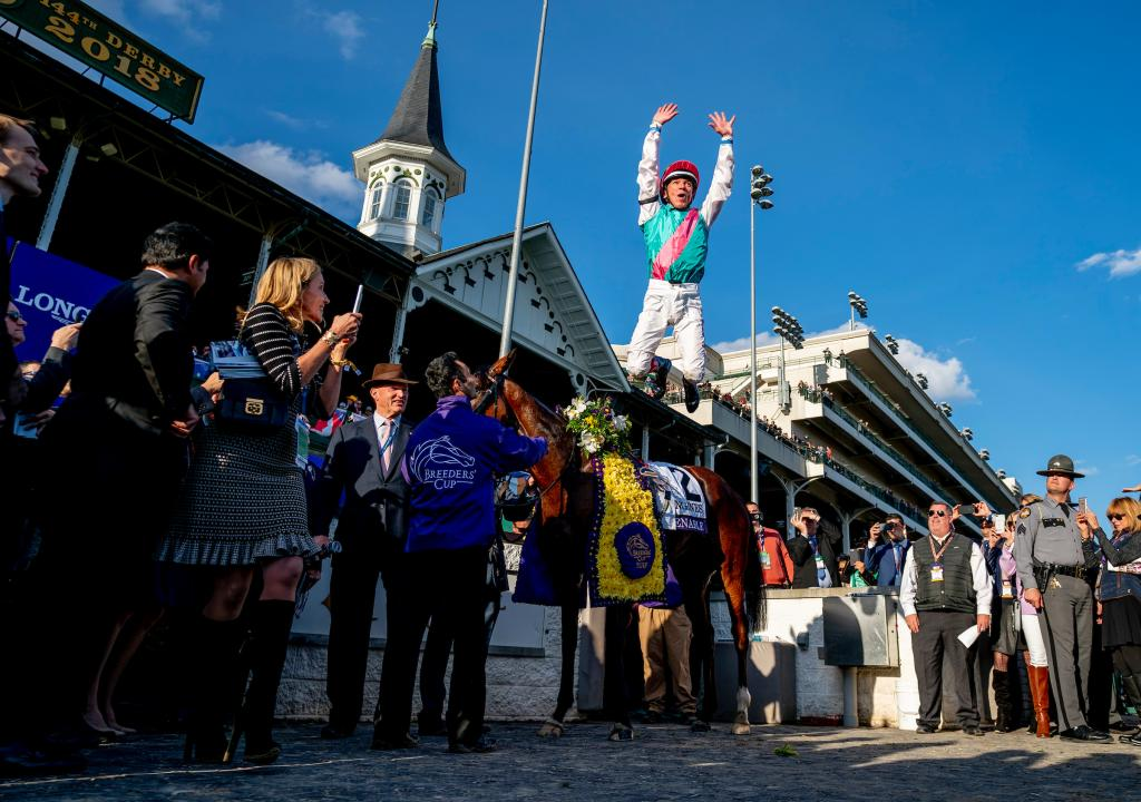 Frankie Dettori does his famous flying dismount. (Eclipse Sportswire)