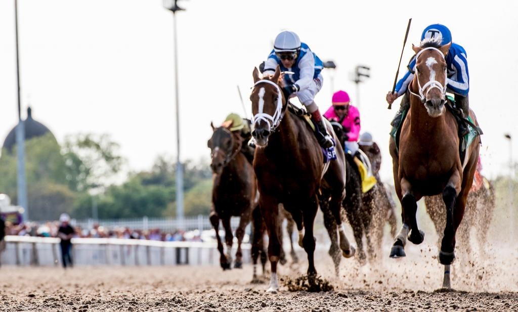 Spinoff, left, finishing second in the Louisiana Derby. (Eclipse Sportswire)