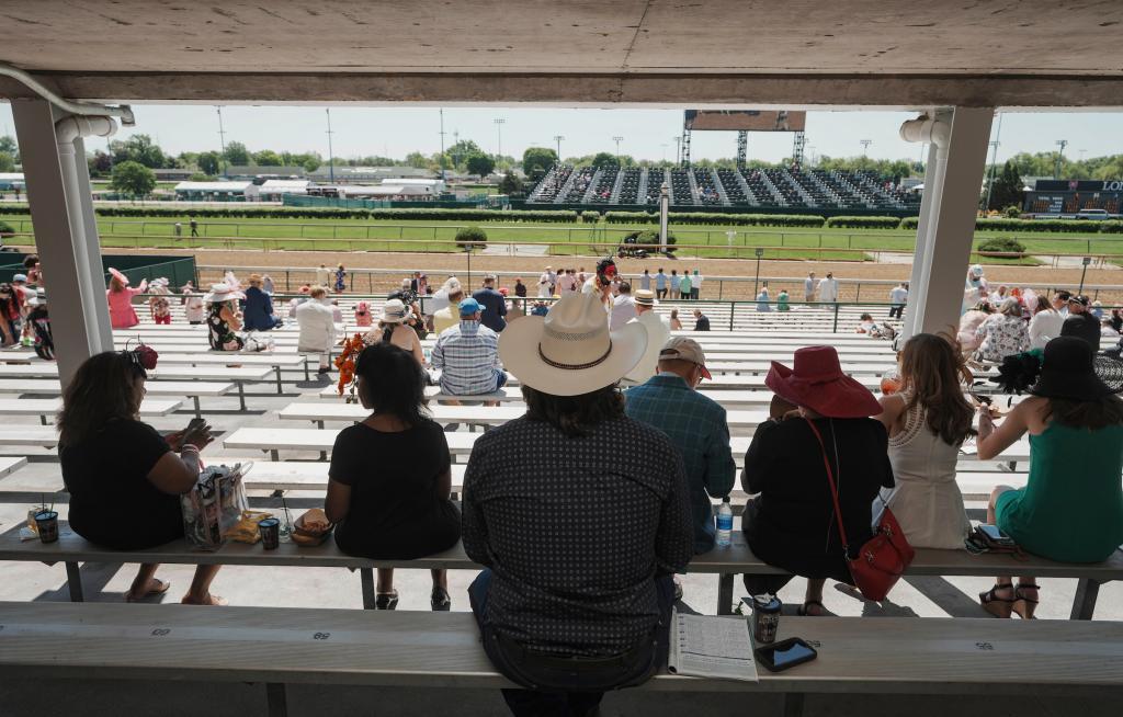 Scenes from Churchill Downs on 2021 Kentucky Oaks day. (Eclipse Sportswire)