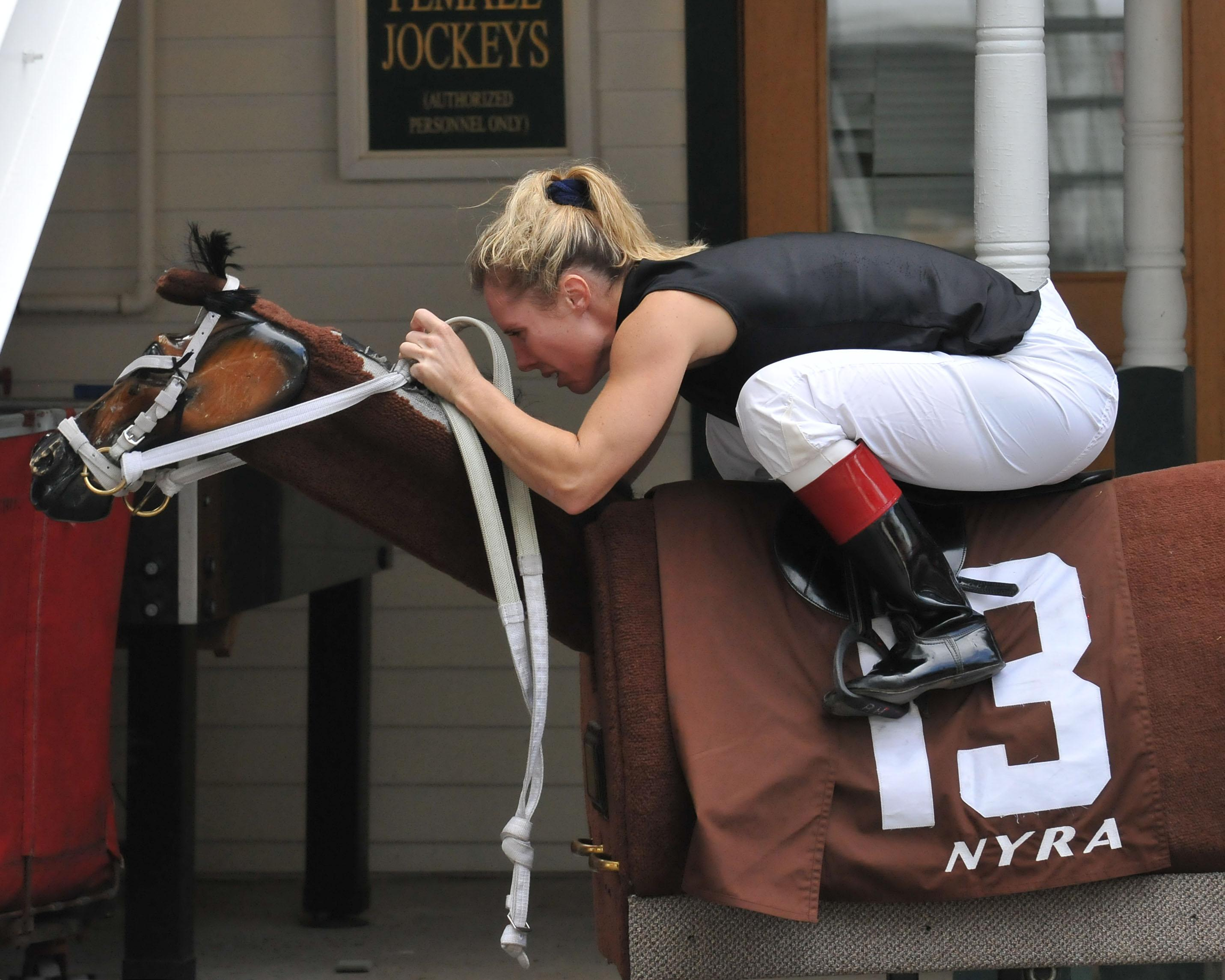 Homeister warms up on the Equicizer.