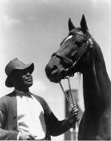 Man o' War with groom.