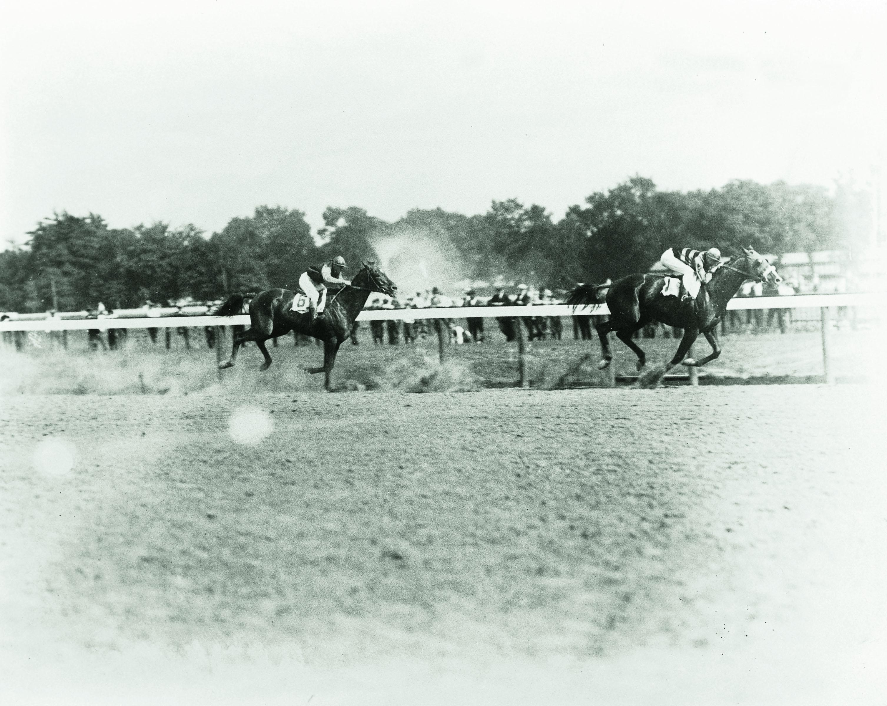 Sir Barton defeats Exterminator in the Saratoga Handicap.