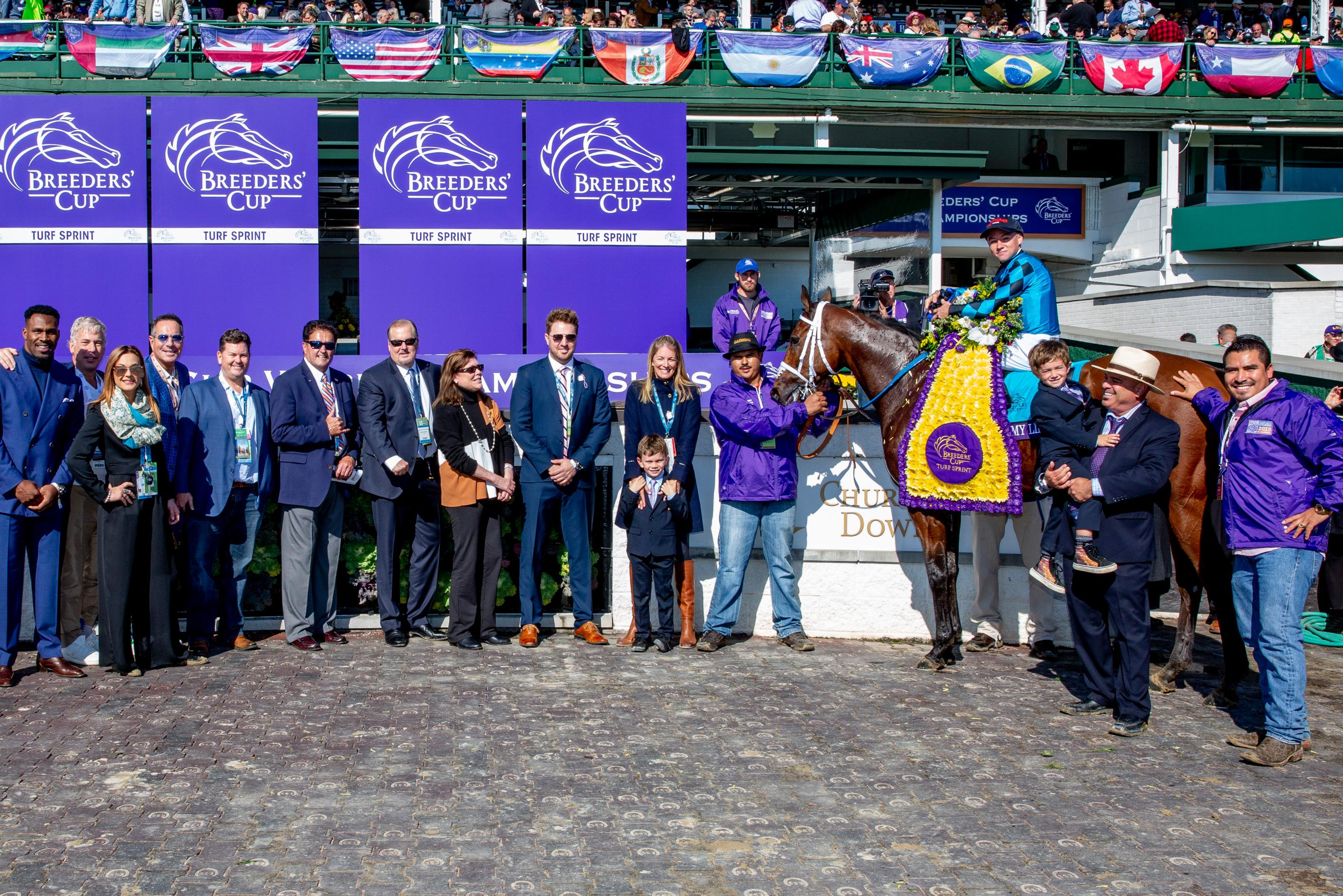 Stormy Liberal, Trump, and others in the 2018 Turf Sprint winner's circle.