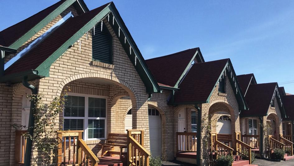 Recently renovated Best Court features charming cottages near Oaklawn Park racetrack.