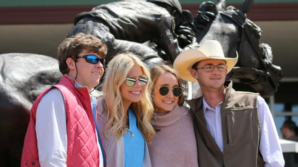Sunshine and Smiles at Oaklawn for Arkansas Derby Day