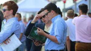 Belmont Park Horse racing Fans